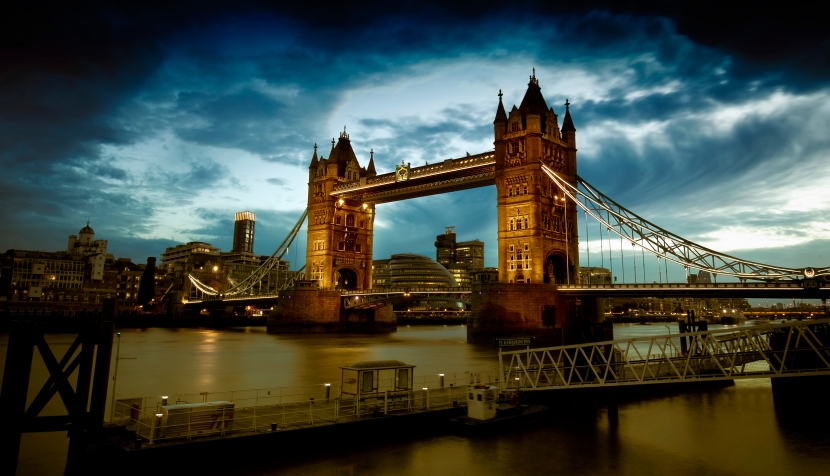 Vor dem Sturm – London Tower Bridge