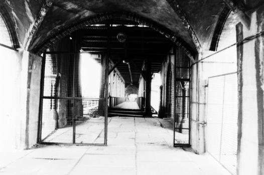Oberbaumbrücke - Lost Place 1990/08