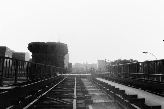 Gesperrte Oberbaumbrücke 1990 - ohne U-Bahn Verkehr