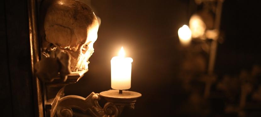 Knochenkirche von Sedlec – 60.000 Skelette schmücken und verzieren dasGotteshaus